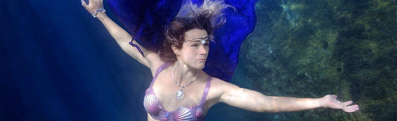 Sara-Lacorte-Cosplayer-Crisia-5