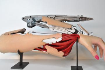 cyberpunk2077-bioware-hand-ali-ketrin-cosplay